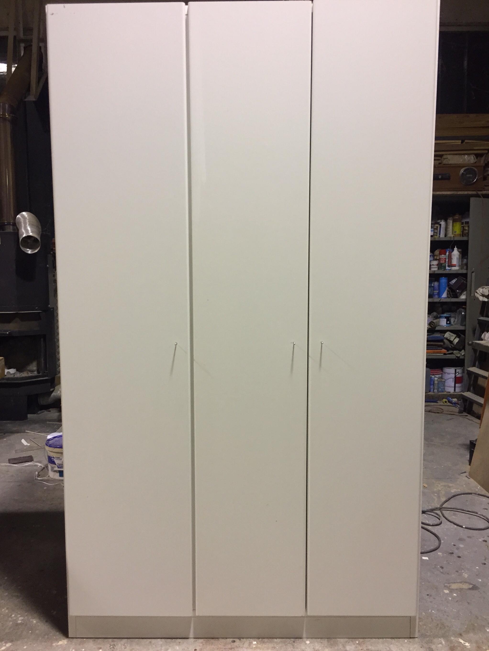 Mobile profondità 60 cm a 3 ante su misura in laminato bianco 1