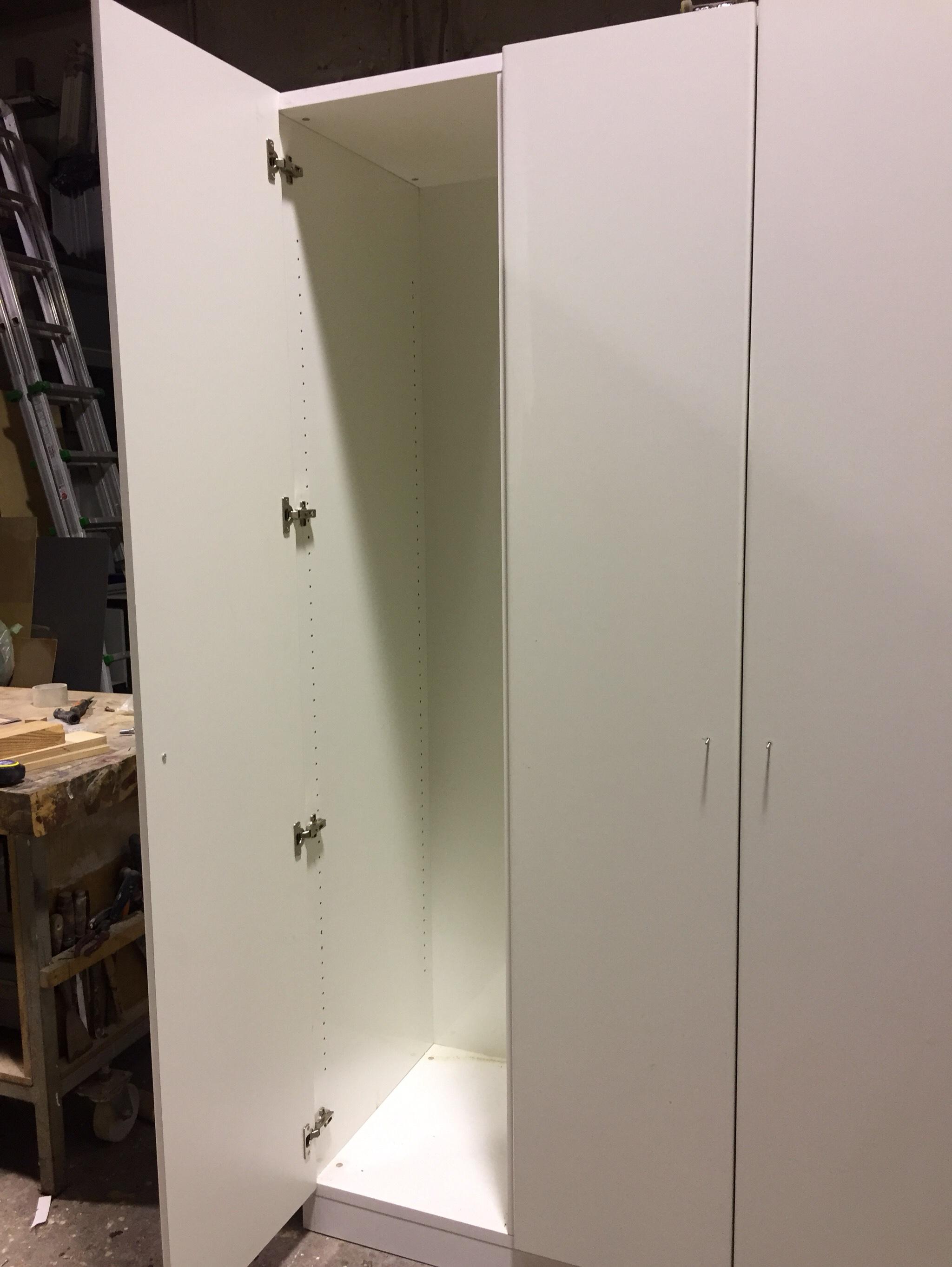 Mobile profondità 60 cm a 3 ante su misura in laminato bianco 3