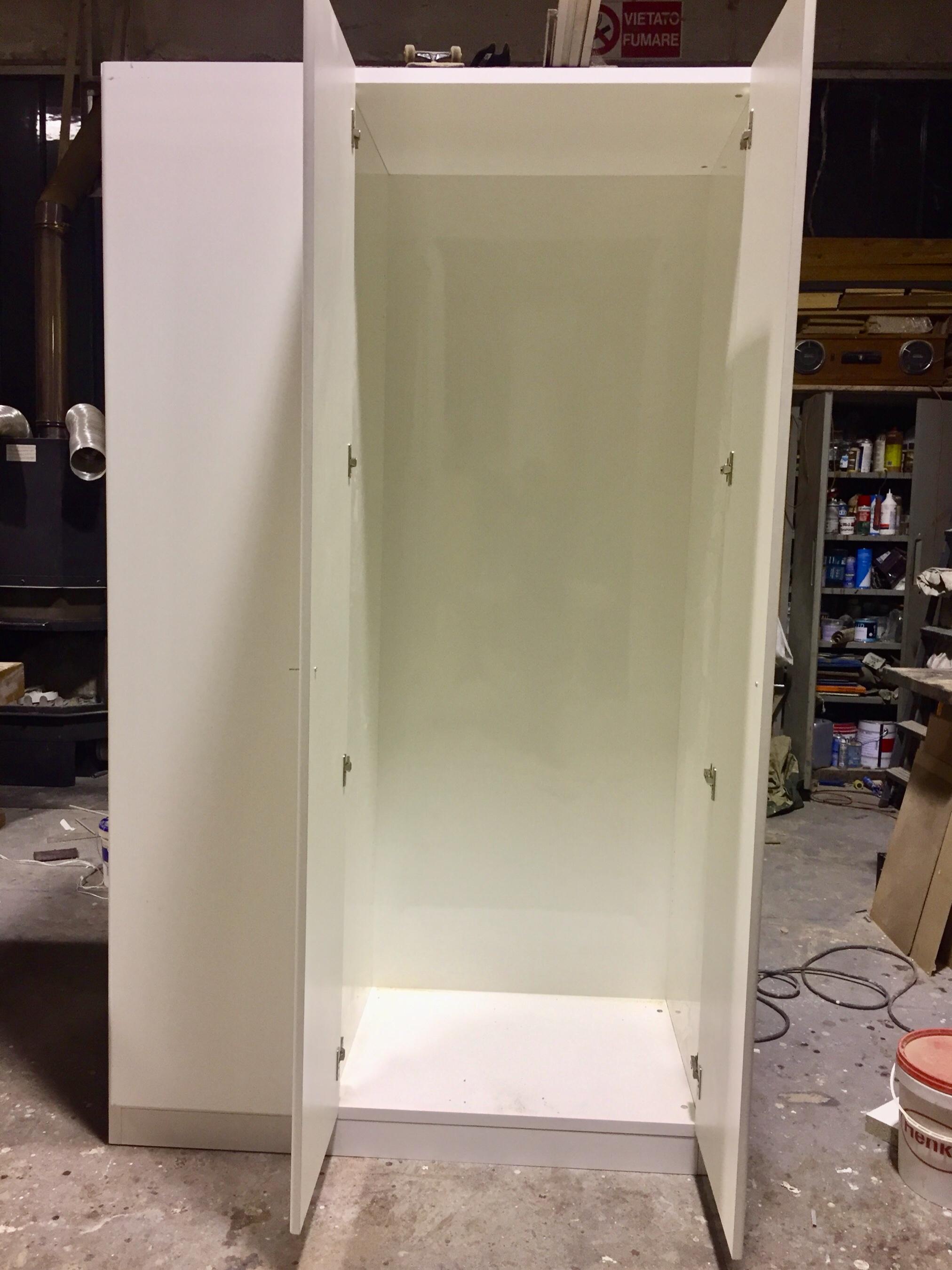 Mobile profondità 60 cm a 3 ante su misura in laminato bianco 4